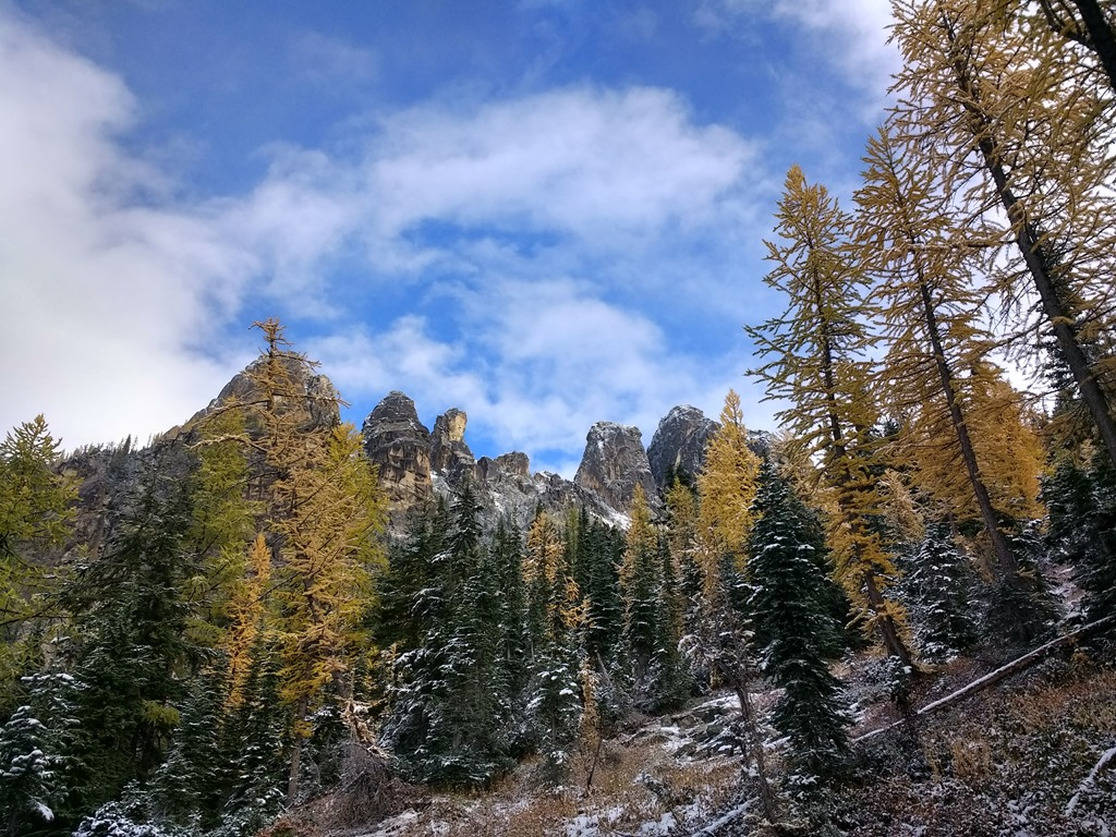 Blue Lake Trail in North Cascades National Park in fall