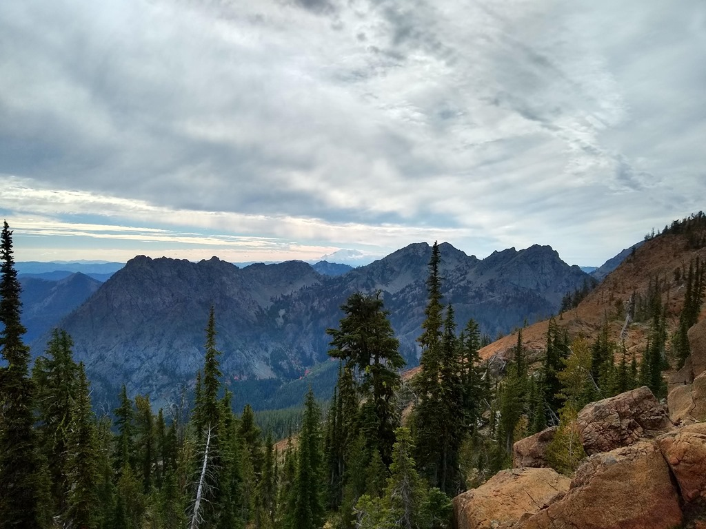 View of distant mountains and Mt Rainier from the Lake Ingalls trail